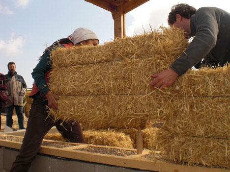 Ventajas de construir con paja casas ecol gicas for Construccion de casas bioclimaticas