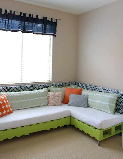 15 muebles que puedes crear con palets reciclados casas - Como hacer un sofa con palets ...