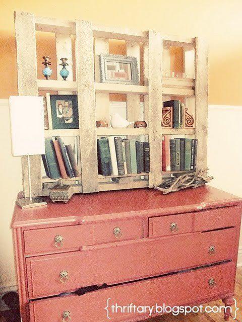 muebles hechos con palets, libreria hecha con pales