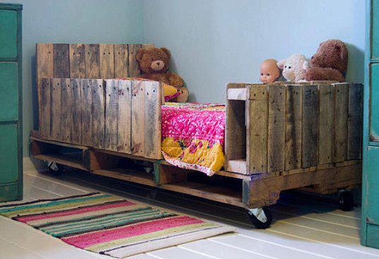 muebles hechos con palets, cama hecha con pales