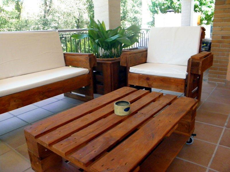Muebles hechos con palets para decorar tu casa o jard n - Decorar reciclando muebles ...
