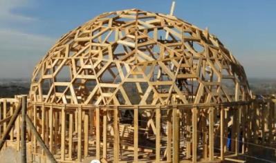 casa domo construida con paja
