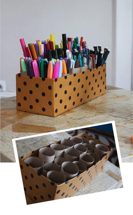 Reciclaje de una caja de cartón y cilindros de papel higiénico