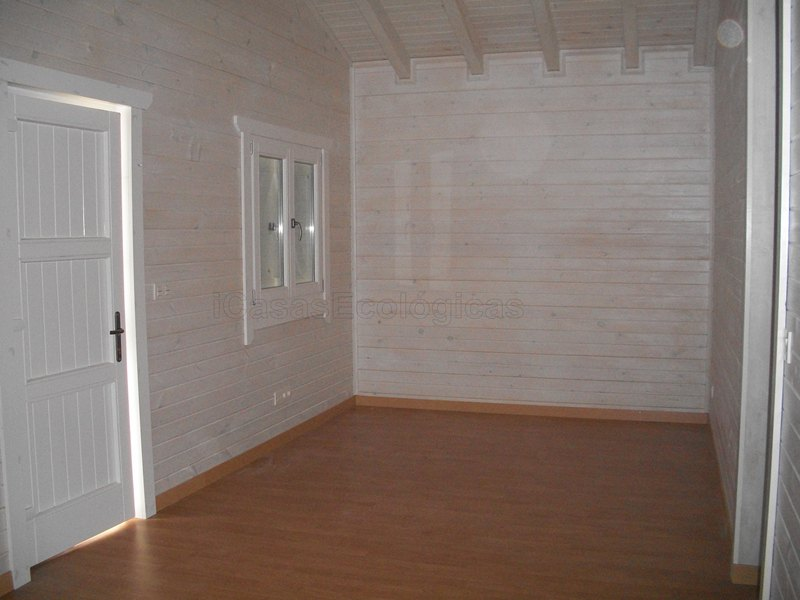 Paredes blancas en casas de madera casas ecol gicas for Imagen de interior de casas