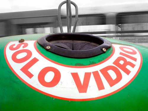 Contenedor verde para reciclar vidrio