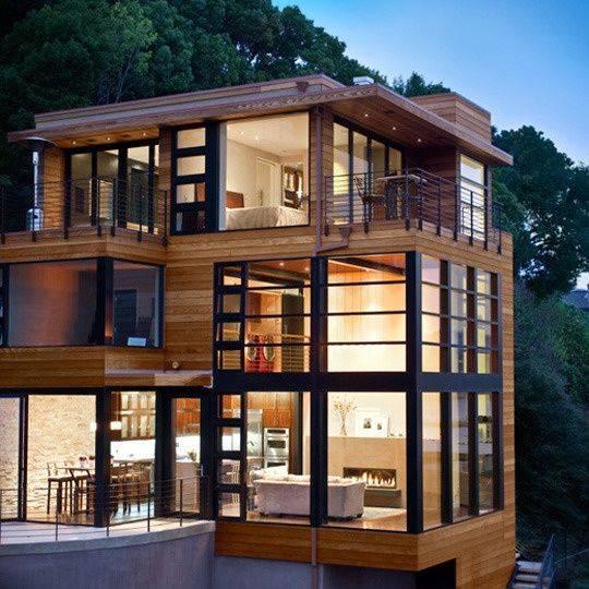 Casa modular de dos plantas, construida con contenedores.