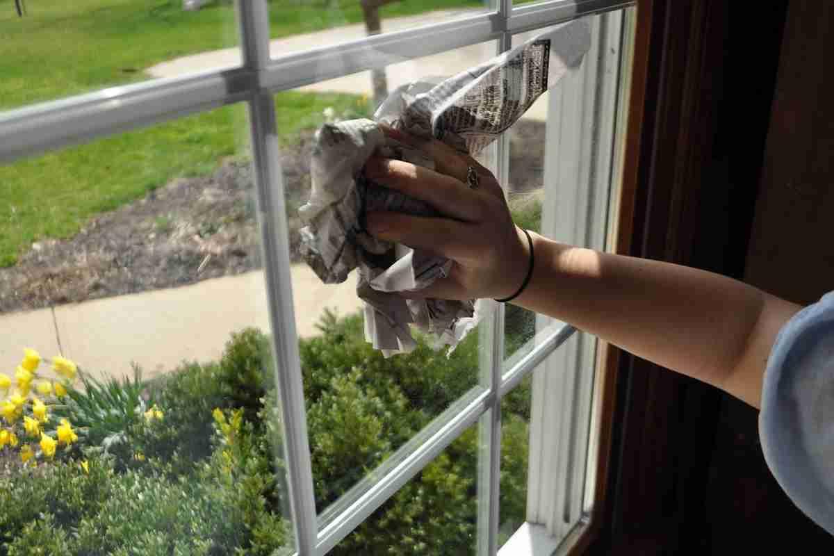 5 productos naturales para limpiar los cristales y espejos de nuestras casas y dejarlos impecables - Limpia cristales casero ...