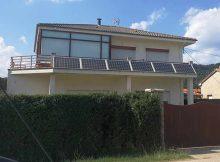 kit solar fotovoltaico instalada en tejado de una casa