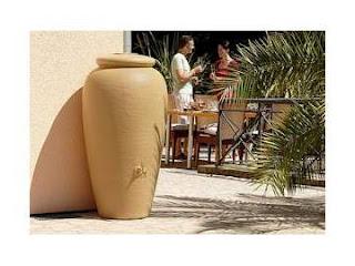 depósito decorativo para aguas de lluvia para aprovechar el agua de lluvia