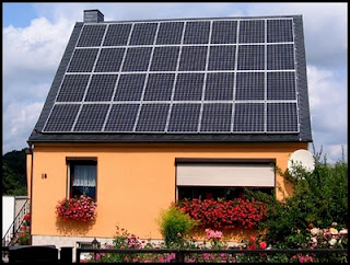 Paneles solares para casas que producen electricidad for Montar placas solares en casa
